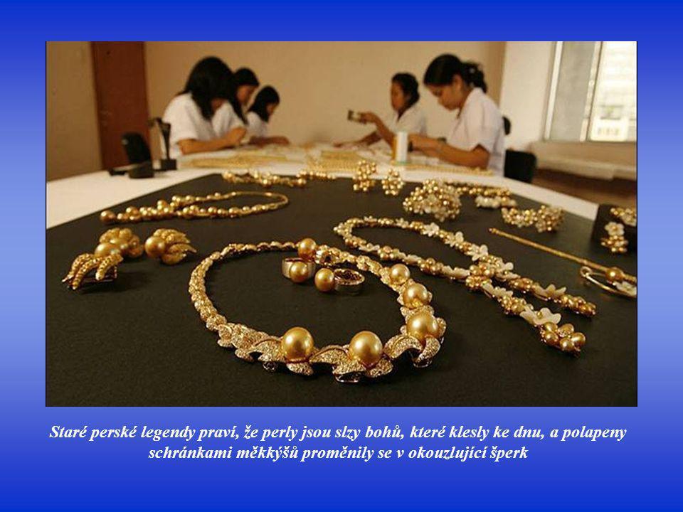 Staré perské legendy praví, že perly jsou slzy bohů, které klesly ke dnu, a polapeny schránkami měkkýšů proměnily se v okouzlující šperk