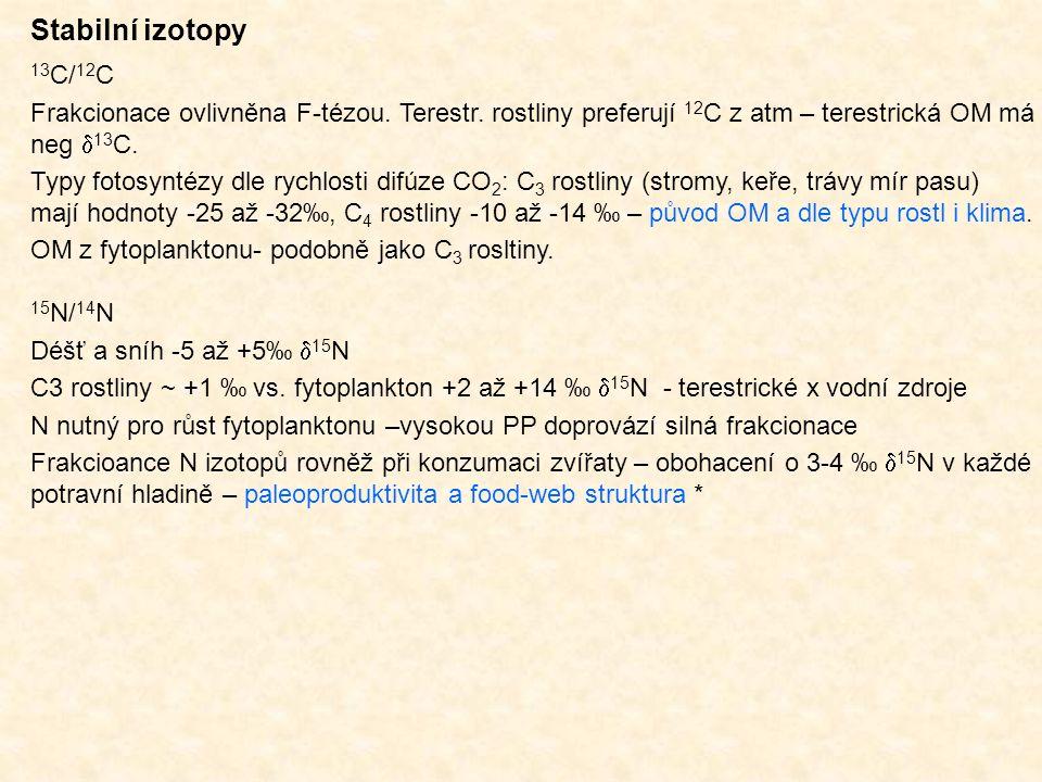 Stabilní izotopy 13C/12C. Frakcionace ovlivněna F-tézou. Terestr. rostliny preferují 12C z atm – terestrická OM má neg 13C.