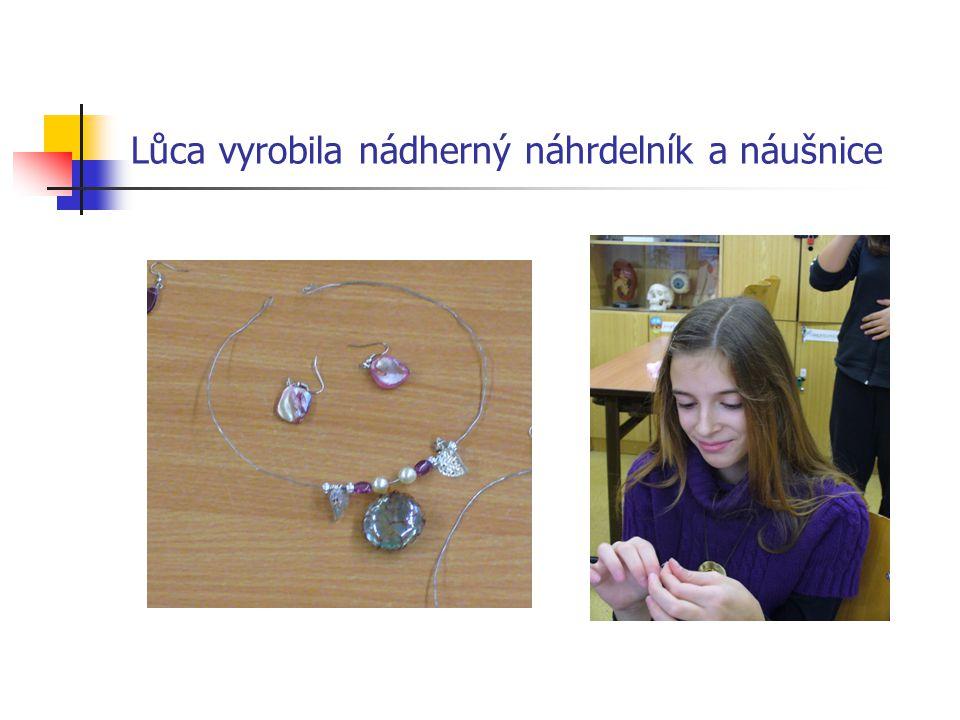 Lůca vyrobila nádherný náhrdelník a náušnice