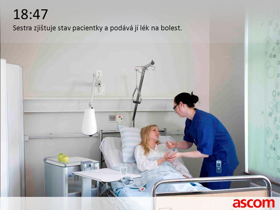 18:47 Sestra zjištuje stav pacientky a podává jí lék na bolest.