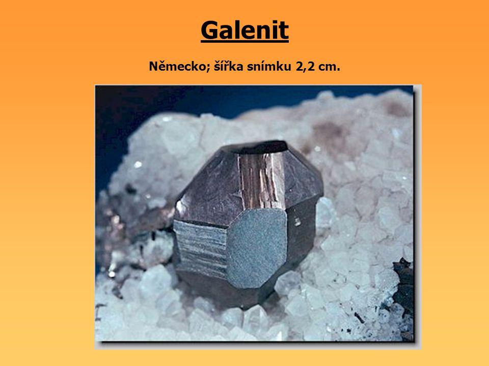Galenit Německo; šířka snímku 2,2 cm.
