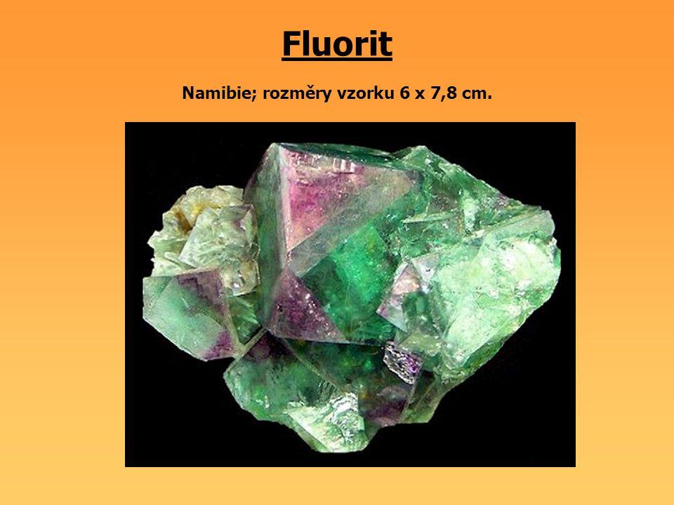 Fluorit Namibie; rozměry vzorku 6 x 7,8 cm.