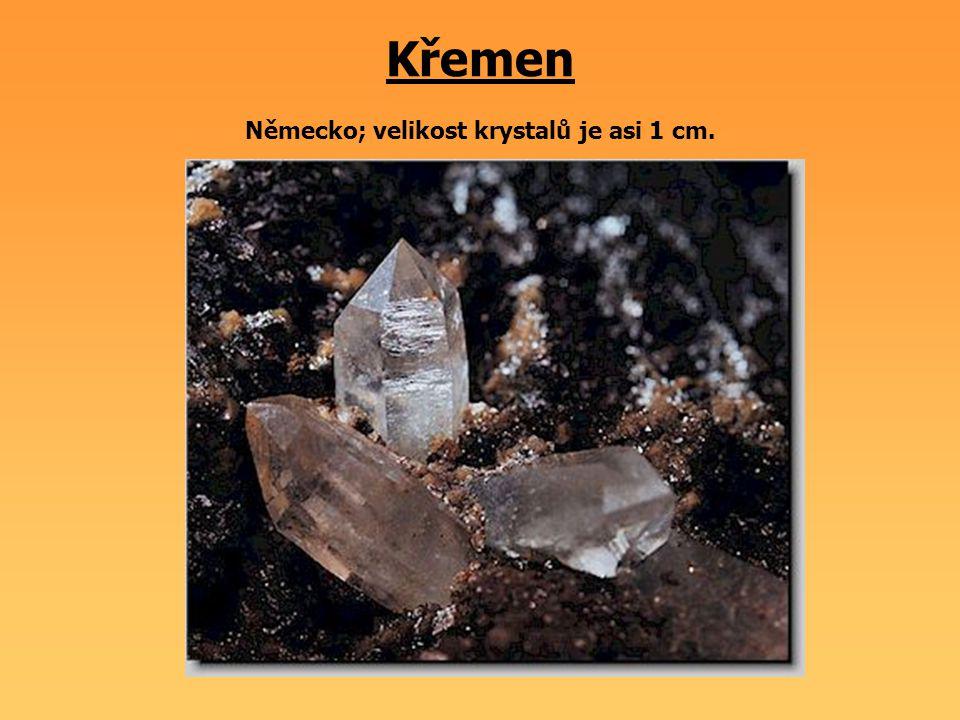 Křemen Německo; velikost krystalů je asi 1 cm.