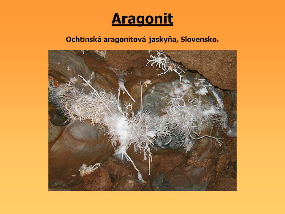 Aragonit Ochtinská aragonitová jaskyňa, Slovensko.