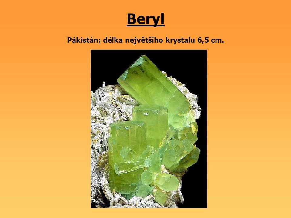 Beryl Pákistán; délka největšího krystalu 6,5 cm.
