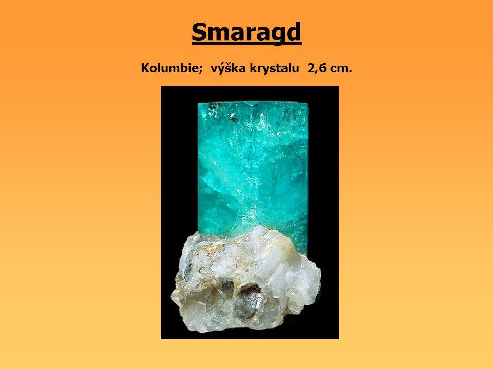 Smaragd Kolumbie; výška krystalu 2,6 cm.