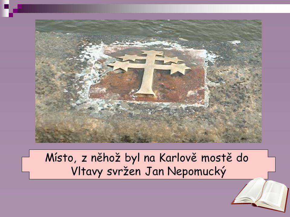 Místo, z něhož byl na Karlově mostě do Vltavy svržen Jan Nepomucký