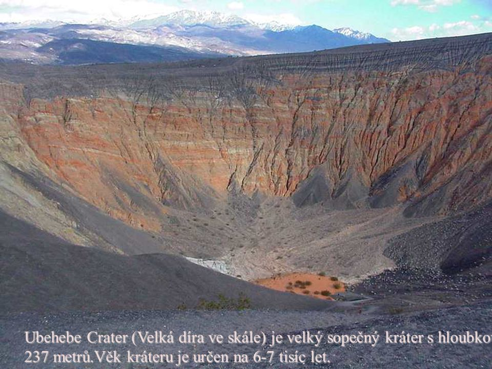 Ubehebe Crater (Velká díra ve skále) je velký sopečný kráter s hloubkou 237 metrů.Věk kráteru je určen na 6-7 tisíc let.