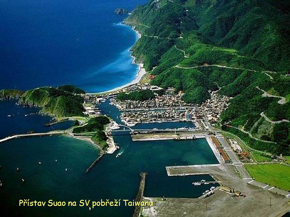 Přístav Suao na SV pobřeží Taiwanu