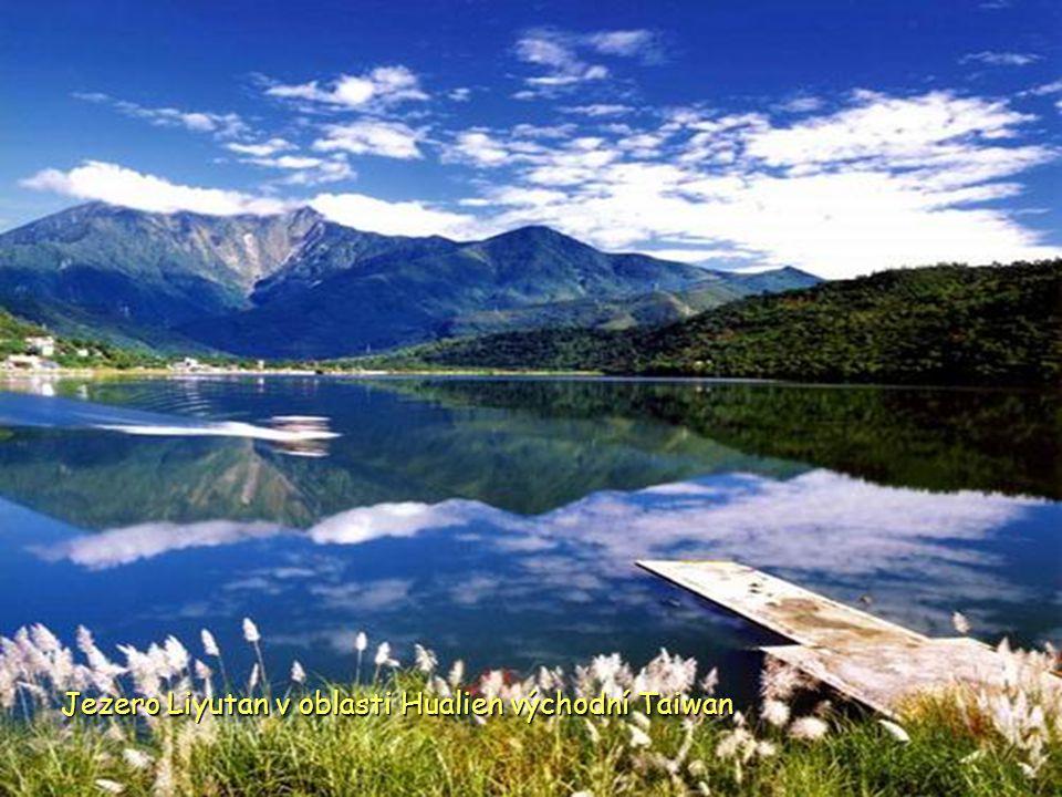 Jezero Liyutan v oblasti Hualien východní Taiwan