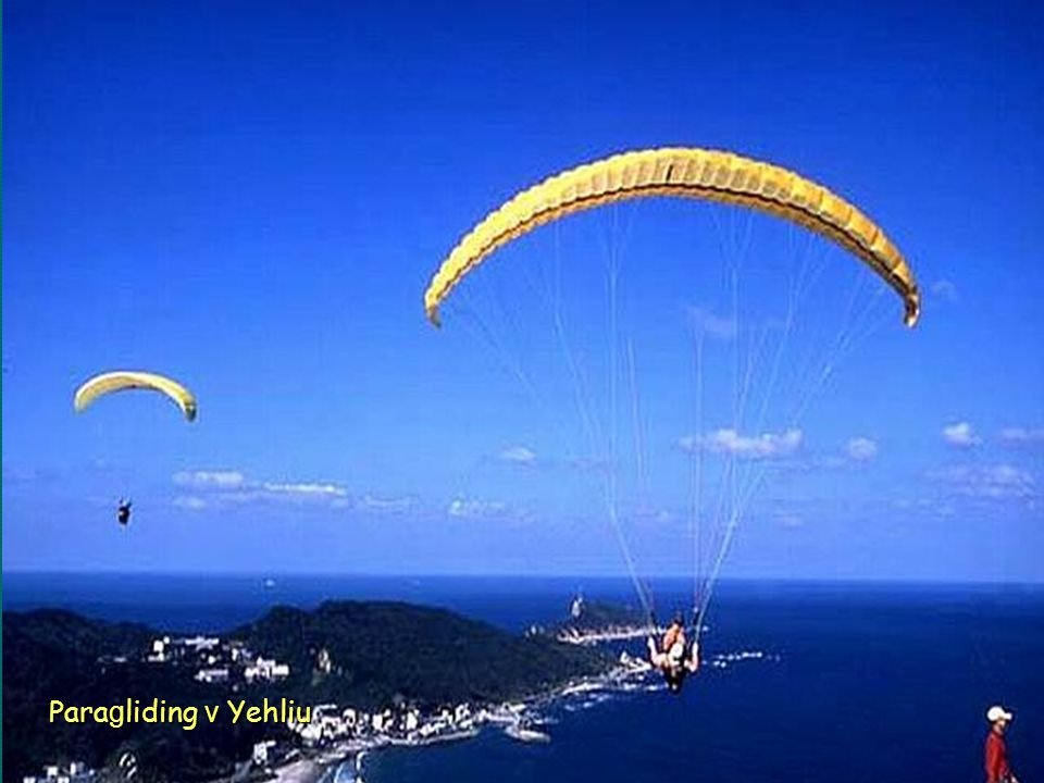 Paragliding v Yehliu