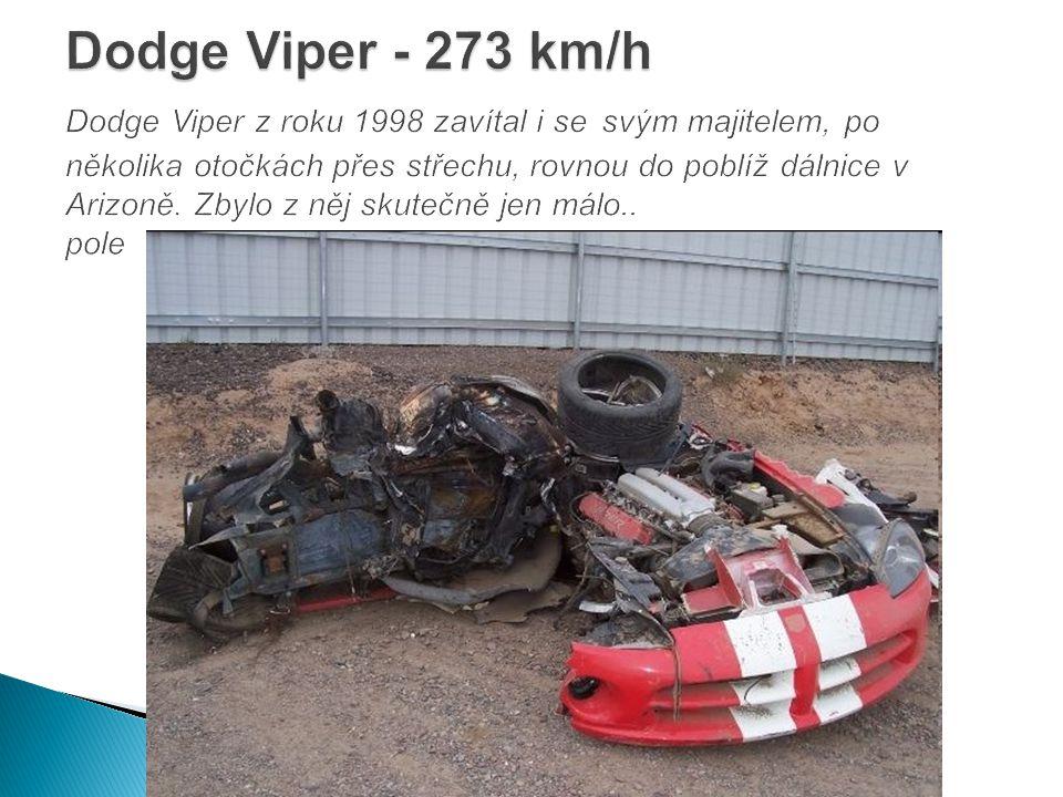 Dodge Viper - 273 km/h Dodge Viper z roku 1998 zavítal i se svým majitelem, po několika otočkách přes střechu, rovnou do poblíž dálnice v Arizoně.