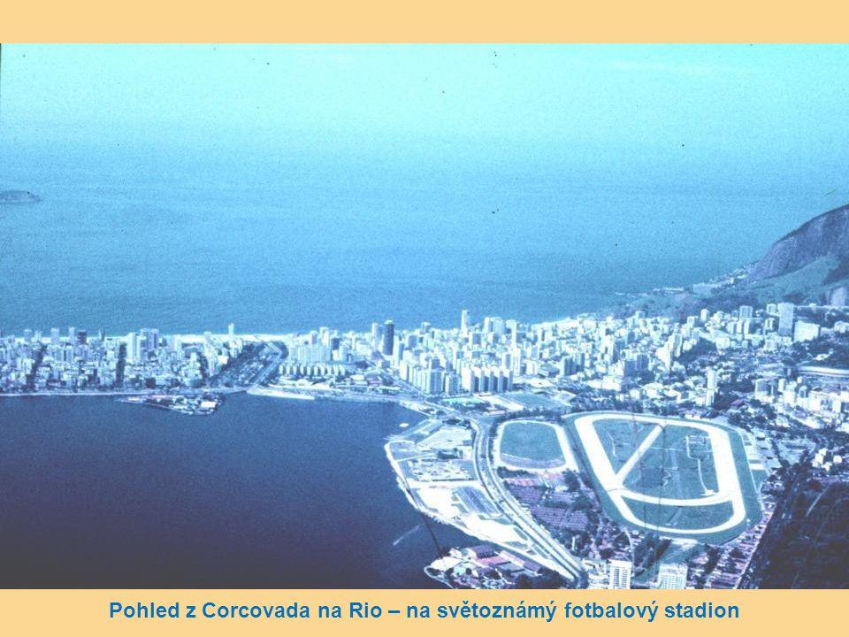 Pohled z Corcovada na Rio – na světoznámý fotbalový stadion