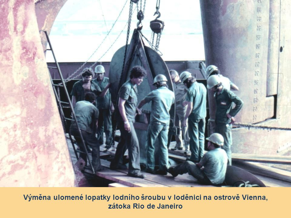 Výměna ulomené lopatky lodního šroubu v loděnici na ostrově Vienna,