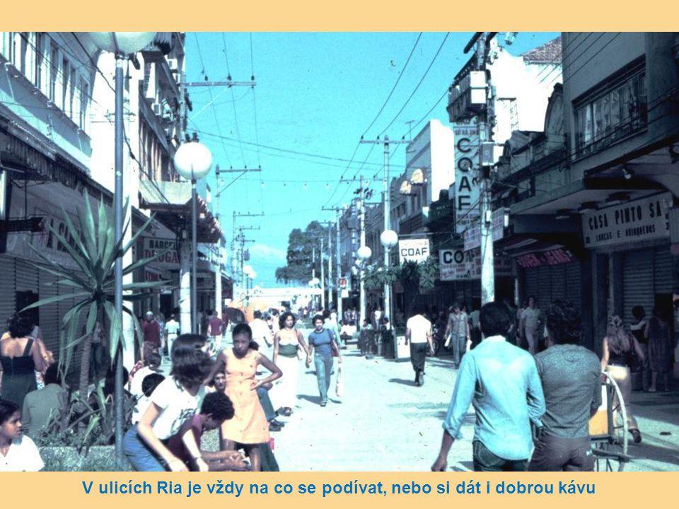V ulicích Ria je vždy na co se podívat, nebo si dát i dobrou kávu