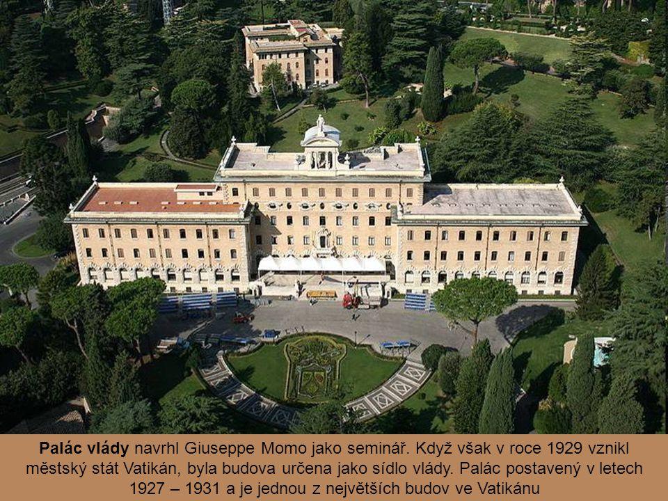 Palác vlády navrhl Giuseppe Momo jako seminář