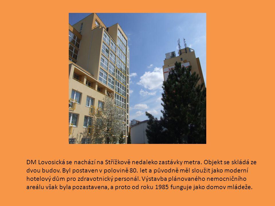 DM Lovosická se nachází na Střížkově nedaleko zastávky metra