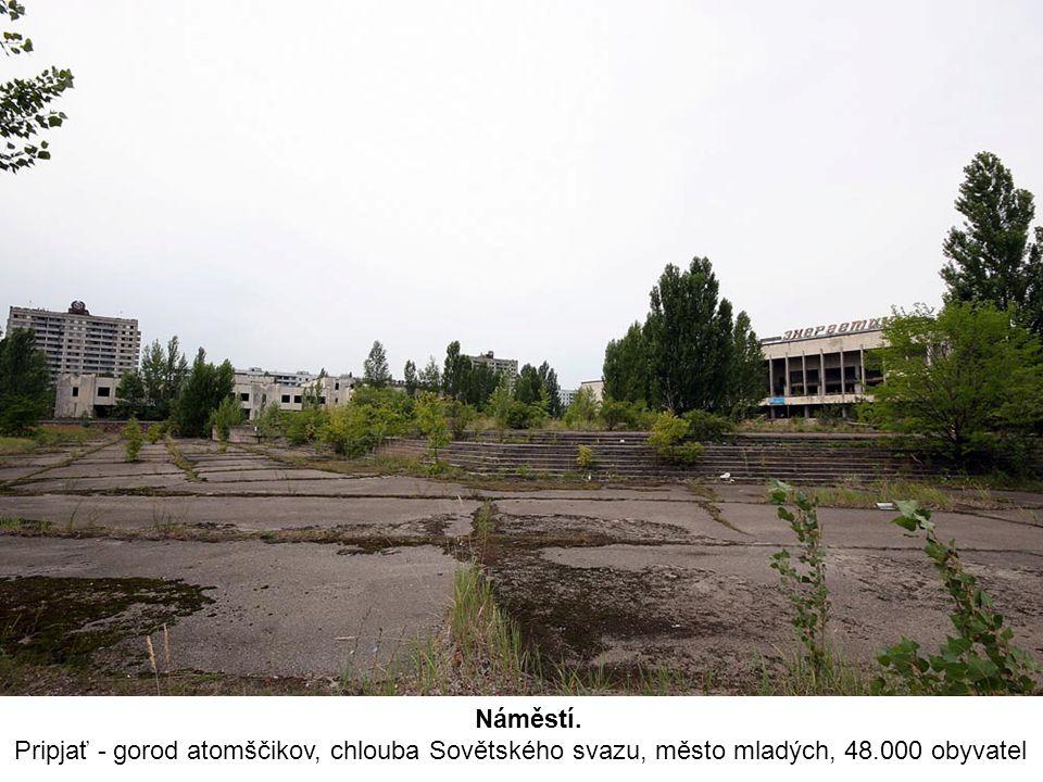 Náměstí. Pripjať - gorod atomščikov, chlouba Sovětského svazu, město mladých, 48.000 obyvatel