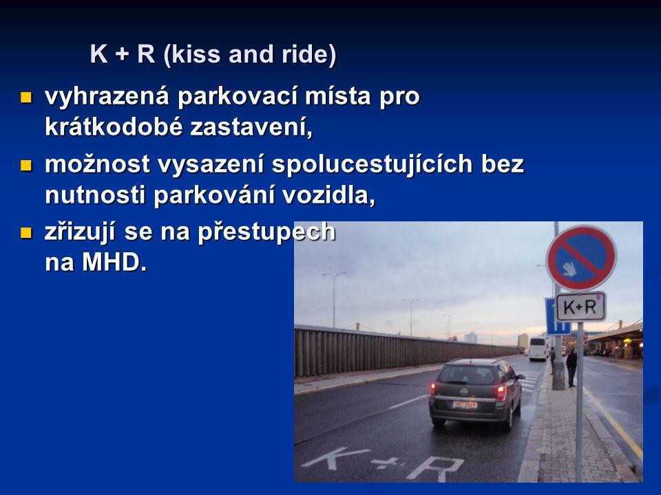 K + R (kiss and ride) vyhrazená parkovací místa pro krátkodobé zastavení, možnost vysazení spolucestujících bez nutnosti parkování vozidla,