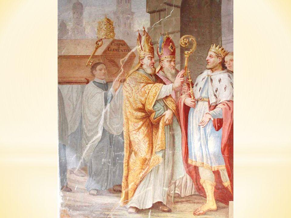Nad průchody v kaplích jsou umístěny velké nástěnné obrazy se čtyřmi epizodami ze života sv. Cyrila a Metoděje.