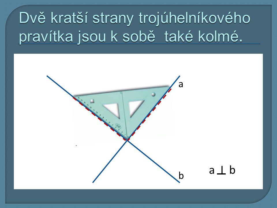 Dvě kratší strany trojúhelníkového pravítka jsou k sobě také kolmé.
