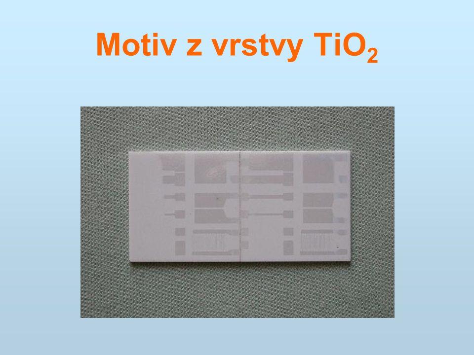Motiv z vrstvy TiO2