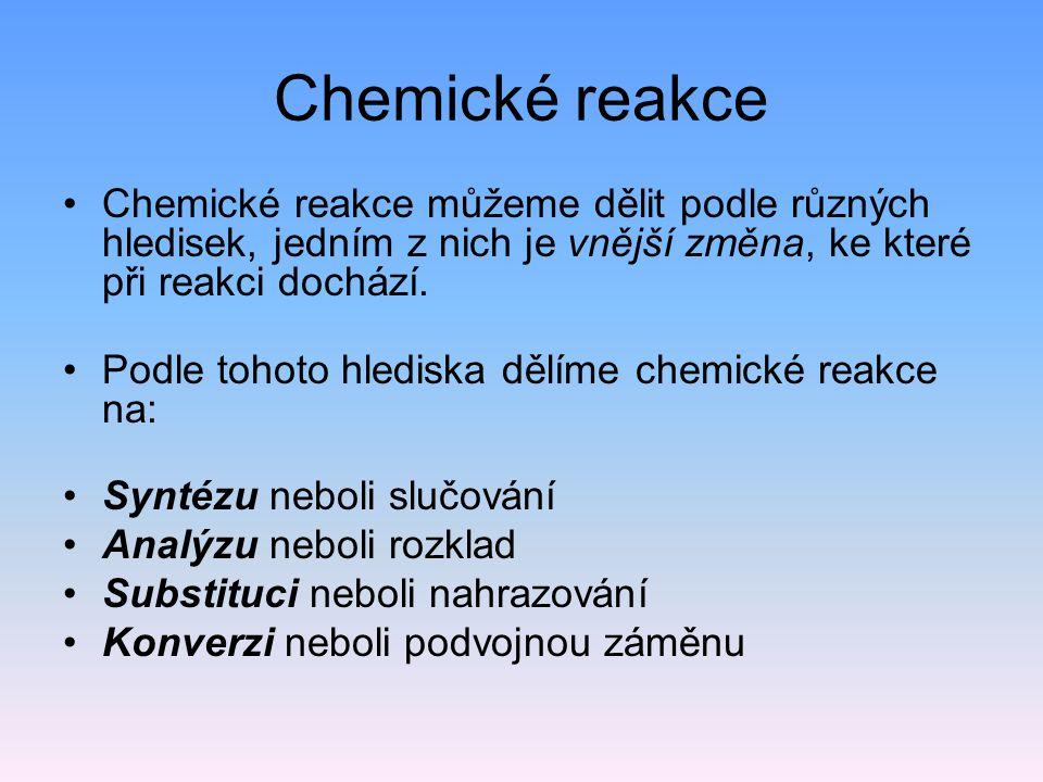 Chemické reakce Chemické reakce můžeme dělit podle různých hledisek, jedním z nich je vnější změna, ke které při reakci dochází.