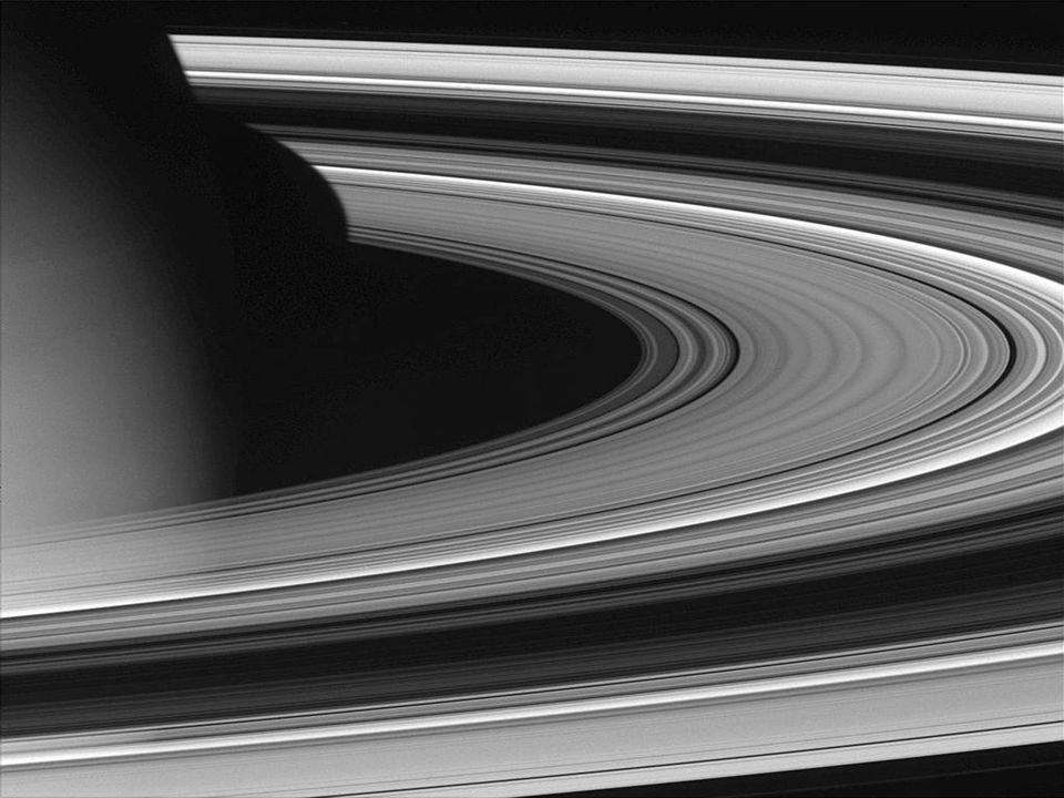 Saturn Nejkrásnější planeta s prstencem složeným z kamení a prachu