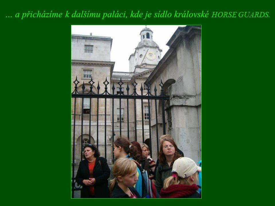 … a přicházíme k dalšímu paláci, kde je sídlo královské HORSE GUARDS.