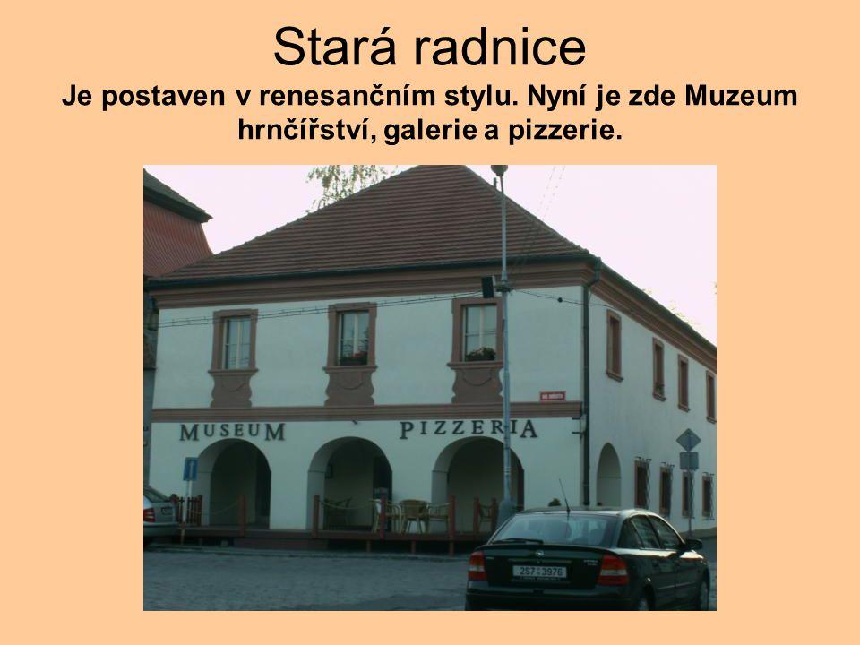 Stará radnice Je postaven v renesančním stylu