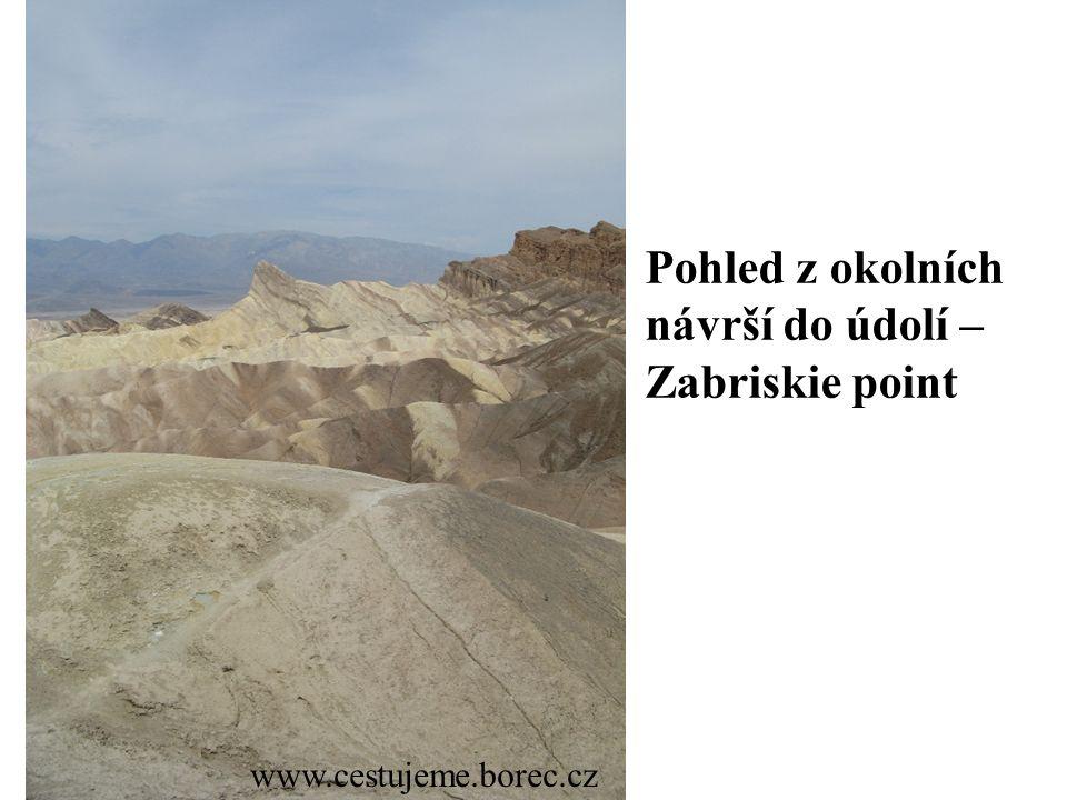 Pohled z okolních návrší do údolí – Zabriskie point