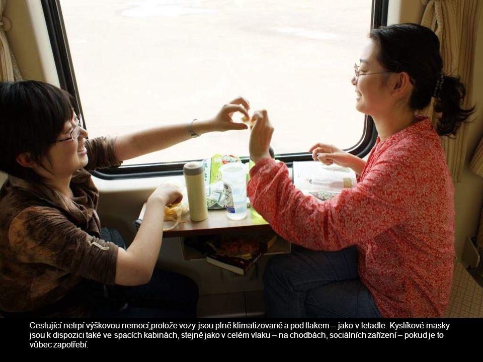 Cestující netrpí výškovou nemocí,protože vozy jsou plně klimatizované a pod tlakem – jako v letadle.