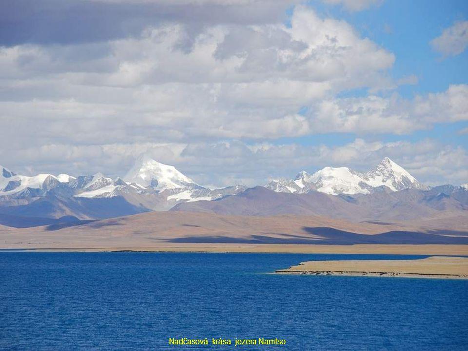 Nadčasová krása jezera Namtso
