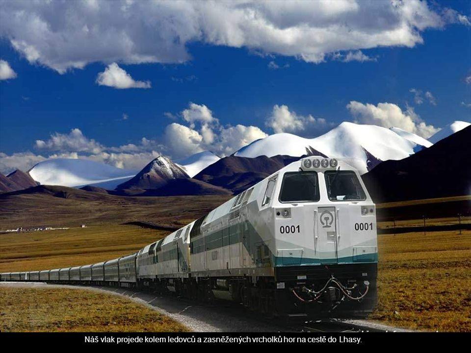 Náš vlak projede kolem ledovců a zasněžených vrcholků hor na cestě do Lhasy.