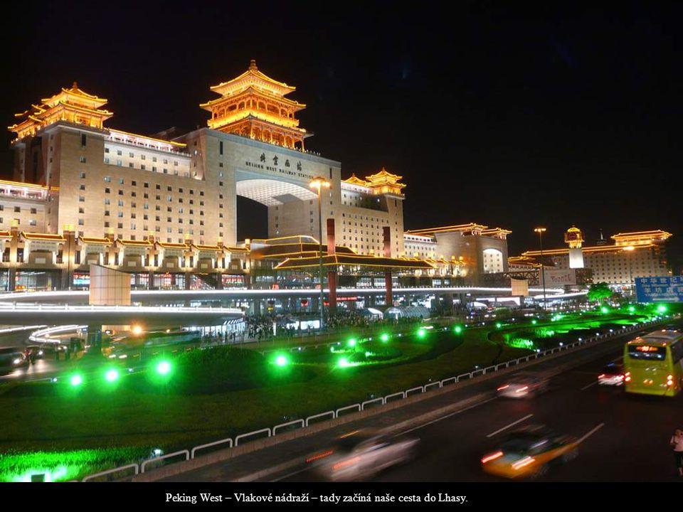 Peking West – Vlakové nádraží – tady začíná naše cesta do Lhasy.