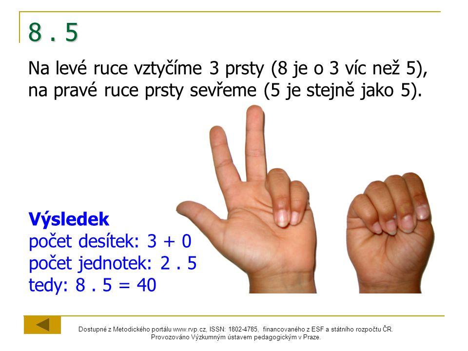 8 . 5 Na levé ruce vztyčíme 3 prsty (8 je o 3 víc než 5), na pravé ruce prsty sevřeme (5 je stejně jako 5).
