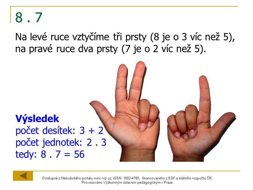 8 . 7 Na levé ruce vztyčíme tři prsty (8 je o 3 víc než 5), na pravé ruce dva prsty (7 je o 2 víc než 5).