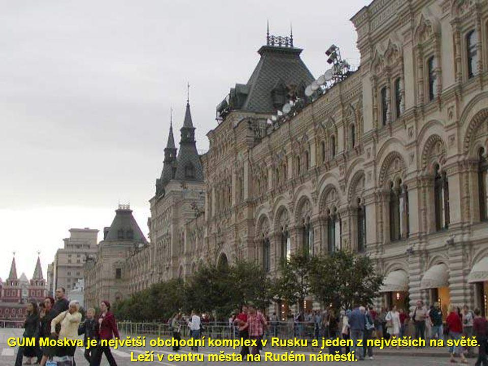 GUM Moskva je největší obchodní komplex v Rusku a jeden z největších na světě.