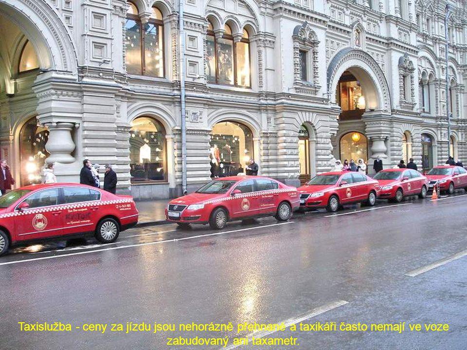 Taxislužba - ceny za jízdu jsou nehorázně přehnané a taxikáři často nemají ve voze zabudovaný ani taxametr.
