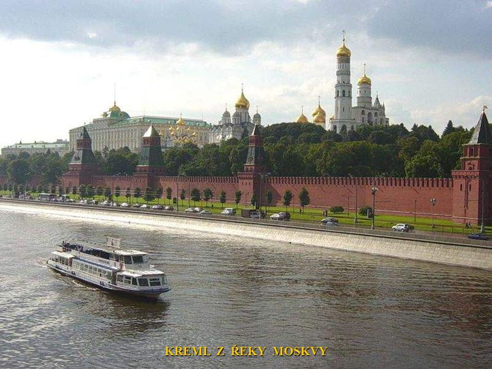 KREML Z ŘEKY MOSKVY