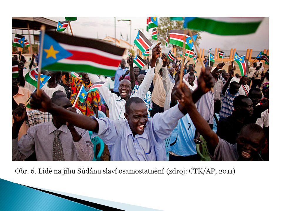 Obr. 6. Lidé na jihu Súdánu slaví osamostatnění (zdroj: ČTK/AP, 2011)