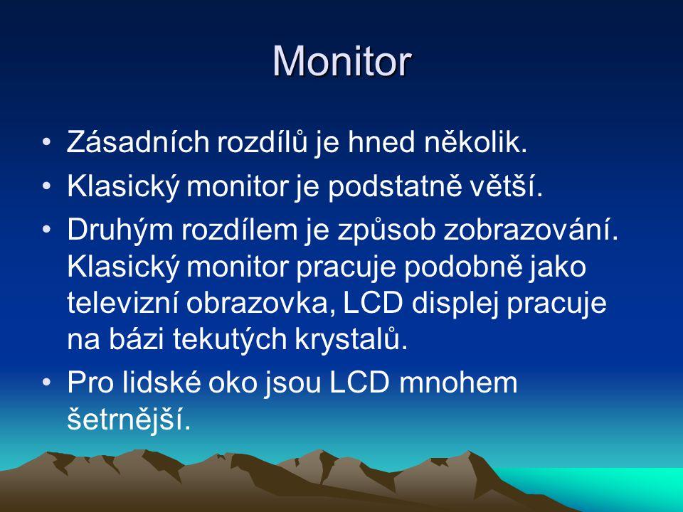Monitor Zásadních rozdílů je hned několik.