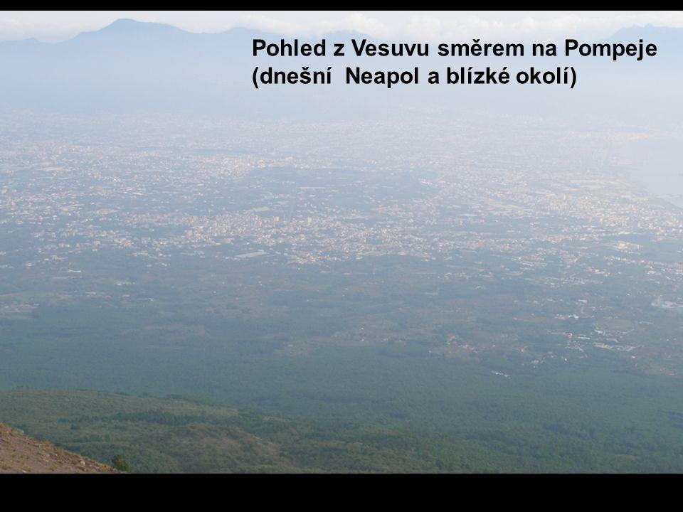 Pohled z Vesuvu směrem na Pompeje