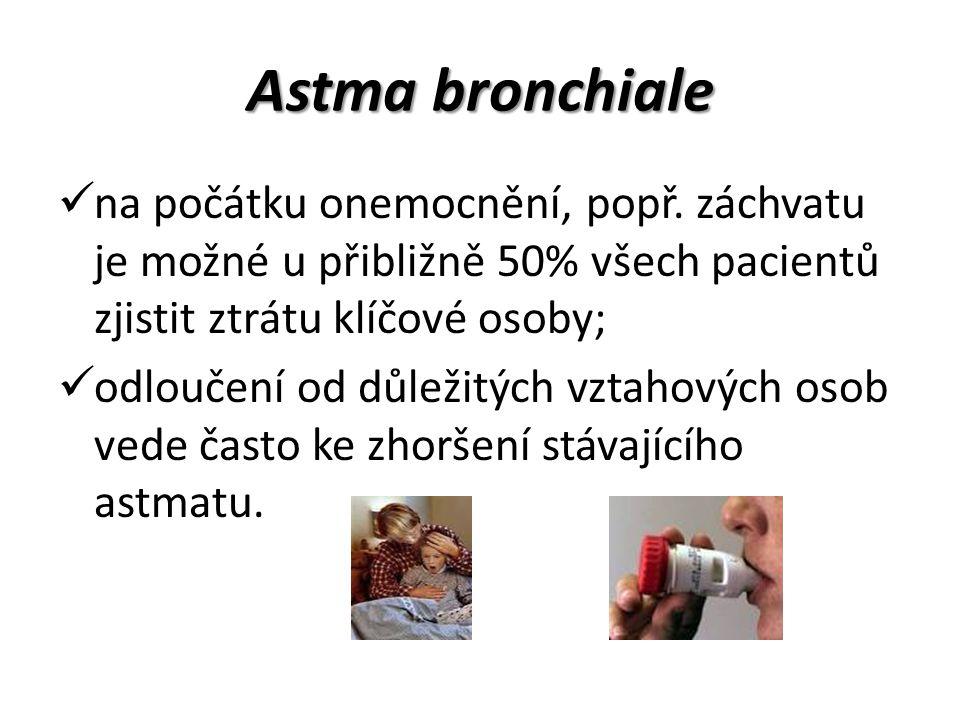 Astma bronchiale na počátku onemocnění, popř. záchvatu je možné u přibližně 50% všech pacientů zjistit ztrátu klíčové osoby;