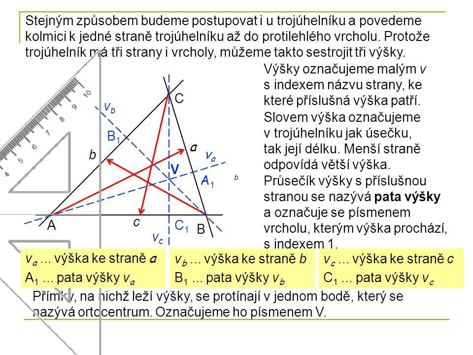 Stejným způsobem budeme postupovat i u trojúhelníku a povedeme kolmici k jedné straně trojúhelníku až do protilehlého vrcholu. Protože trojúhelník má tři strany i vrcholy, můžeme takto sestrojit tři výšky.