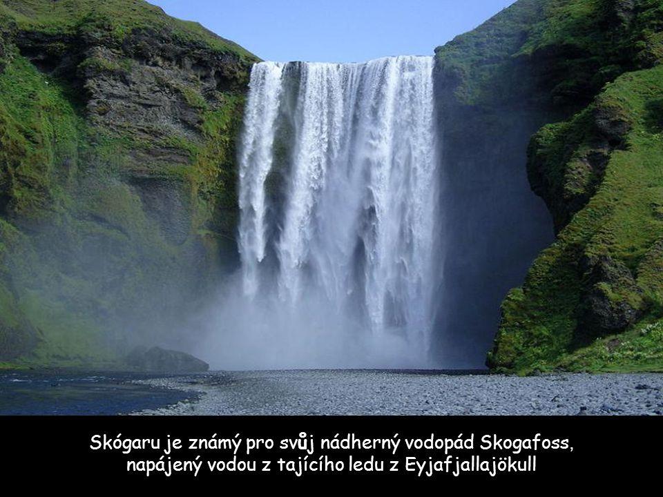 Skógaru je známý pro svůj nádherný vodopád Skogafoss, napájený vodou z tajícího ledu z Eyjafjallajökull