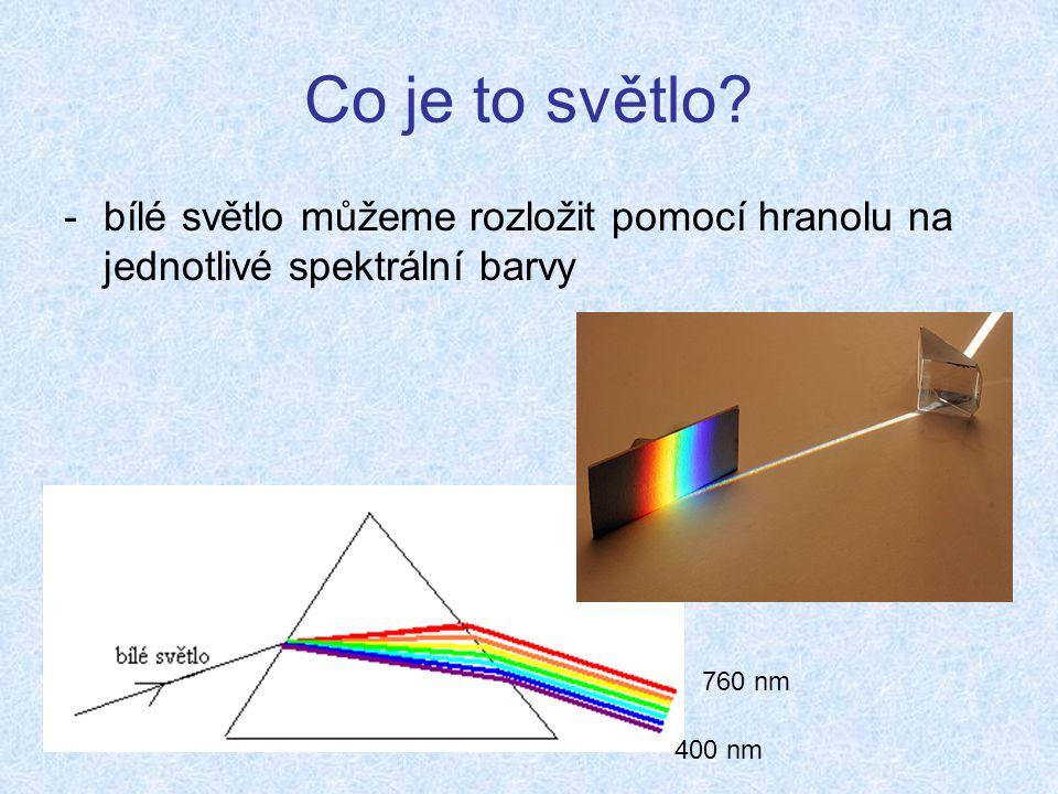 Co je to světlo bílé světlo můžeme rozložit pomocí hranolu na jednotlivé spektrální barvy. 760 nm.