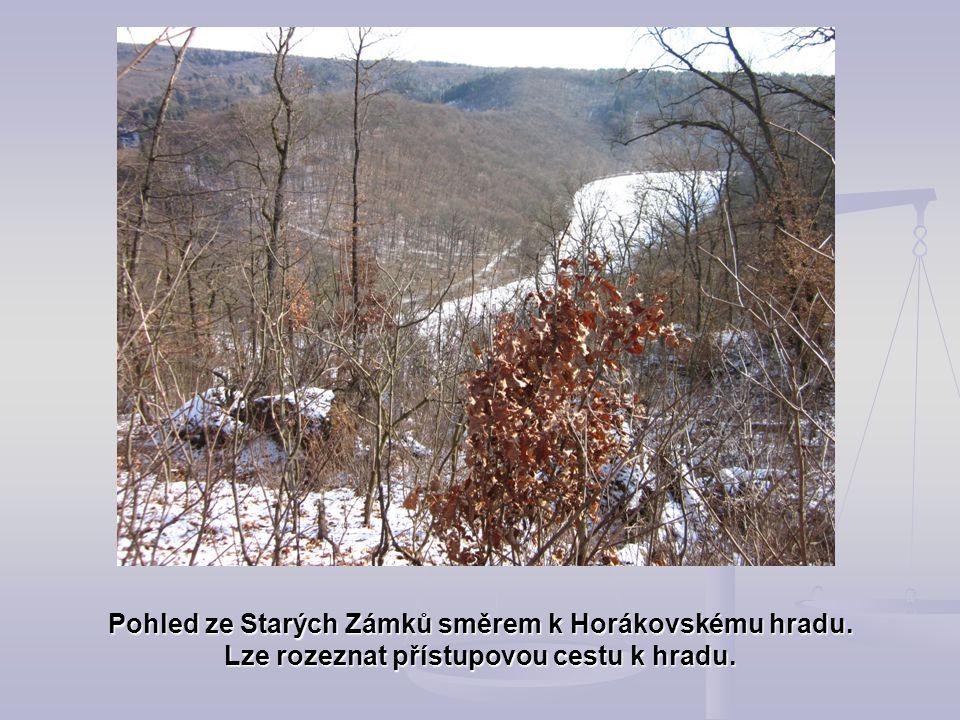 Pohled ze Starých Zámků směrem k Horákovskému hradu