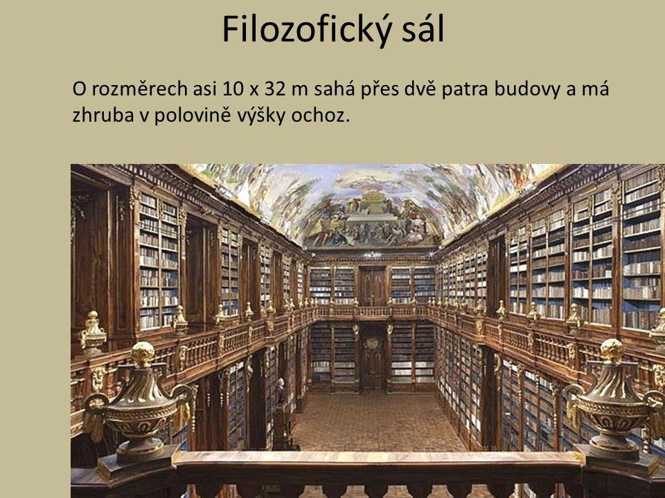 Filozofický sál O rozměrech asi 10 x 32 m sahá přes dvě patra budovy a má zhruba v polovině výšky ochoz.