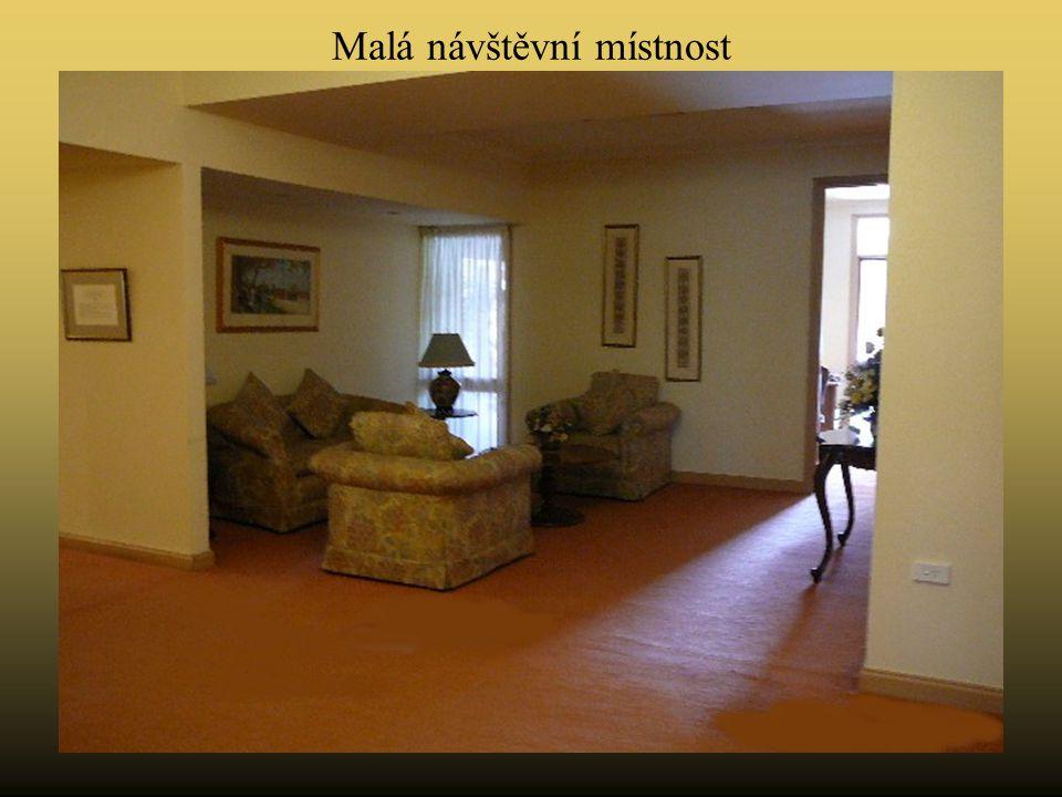 Malá návštěvní místnost